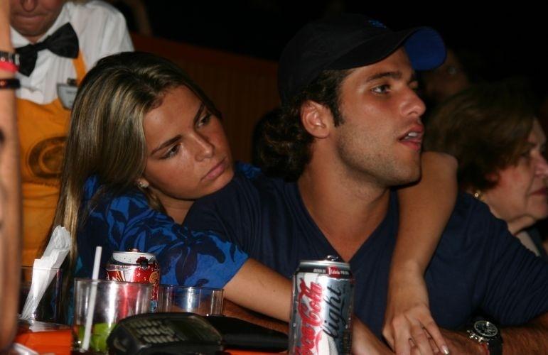 Ao lado da então namorada Viviane Sarahyba, Bruno Gagliasso assiste ao show de Maria Bethânia no Canecão, Rio de Janeiro (4/3/05)