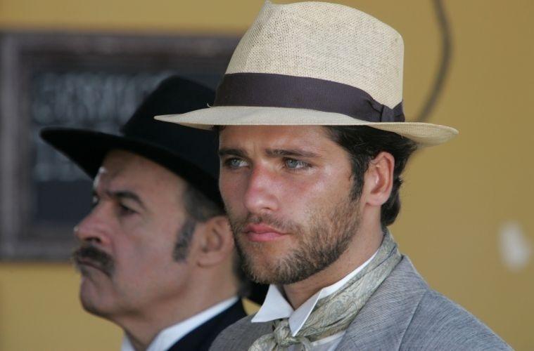 Ao lado de Osmar Prado, Bruno Gagliasso grava