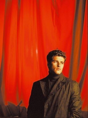 Bruno Gagliasso leva a peça