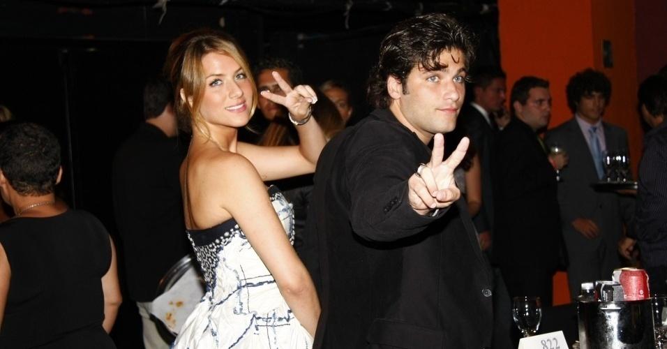 Giovanna Ewbank e Bruno Gagliasso chegam ao Prêmio Extra de Televisão 2009, no Vivo Rio (1/12/09)