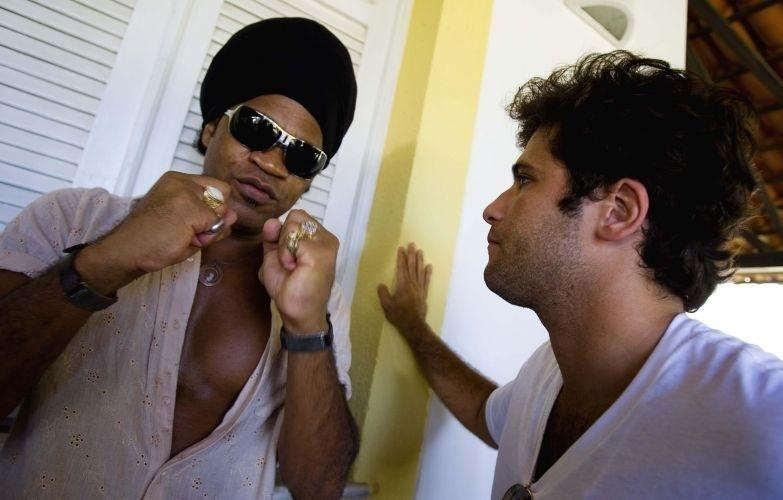 No Carnaval de 2009, Gagliasso participa, junto de Carlinhos Brown, de almoço na casa do governador da Bahia Jaques Wagner, em Salvador (21/2/09)