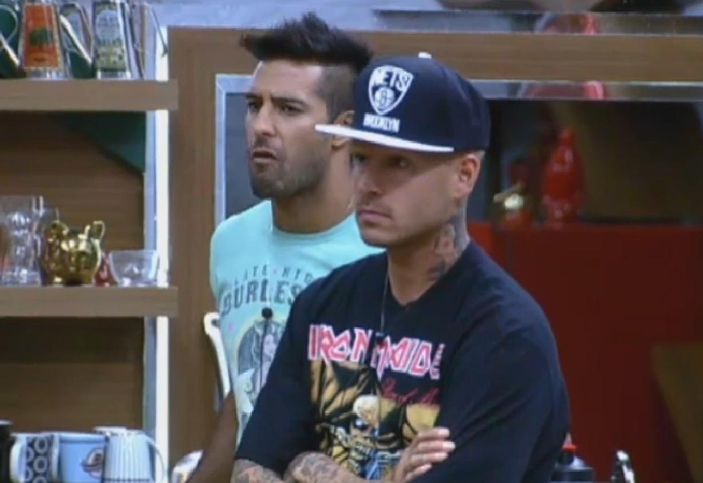 20.ago.2013 - Peões detonam Denise, sem imagina que ela não foi eliminada do programa