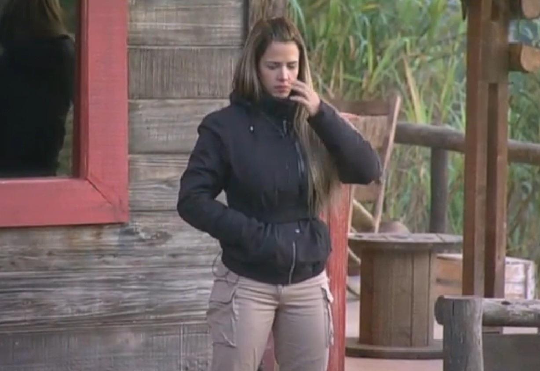 21.ago.2013 - De volta ao jogo, Denise Rocha aguarda chegada dos peões para provocar jogadores