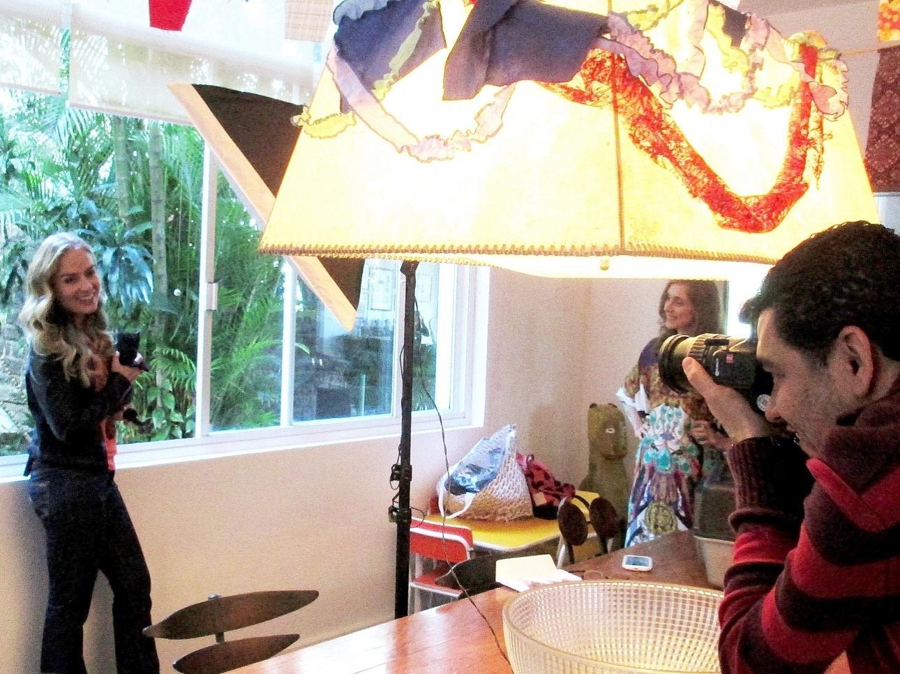 21.ago.2013- Angélica apoia campanha de adoção de gatos no Rio de Janeiro