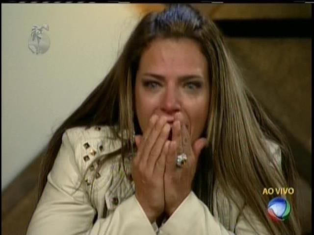 Denise ficou emocionada ao saber que não havia eliminação nesta terça-feira (20)