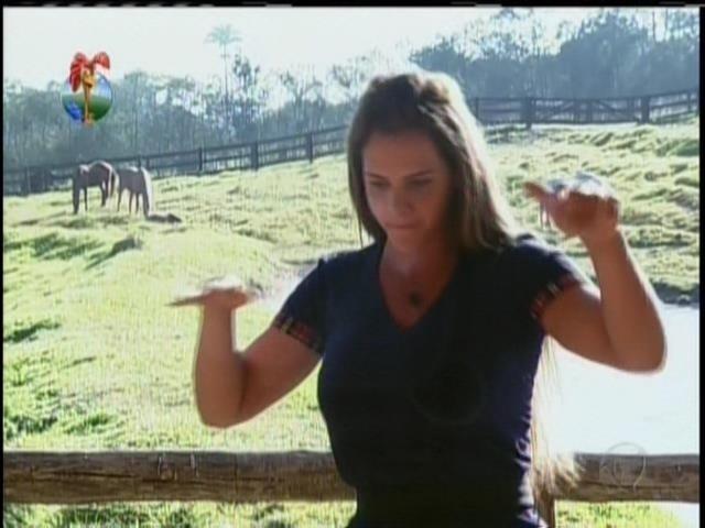 21.ago.2013 - Briga entre Denise e Andressa termina em cusparada na cara