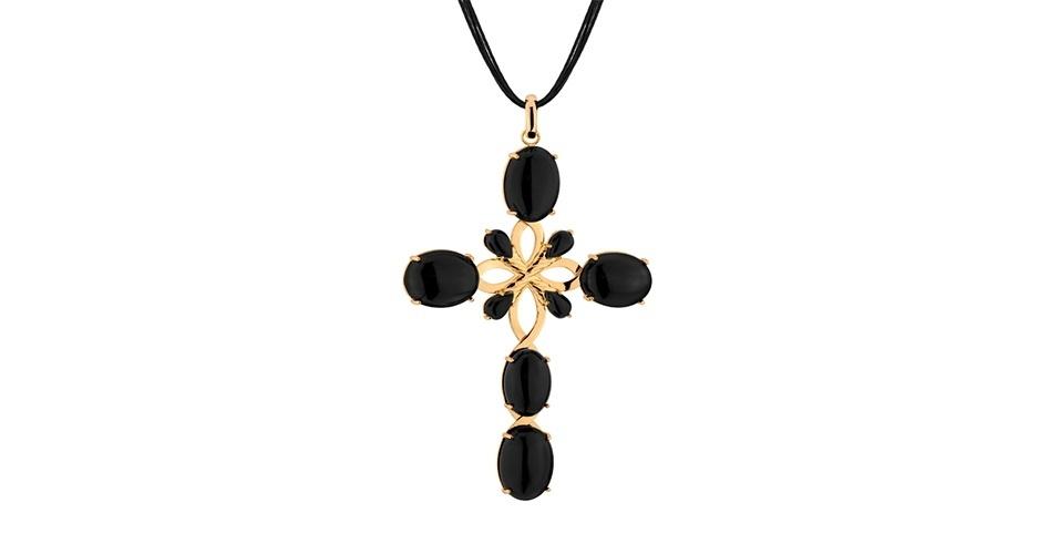 Crucifixo de pedras pretas; R$ 700, na Gold Skill (www.gsstore.com.br). Preço pesquisado em agosto de 2013 e sujeito a alterações