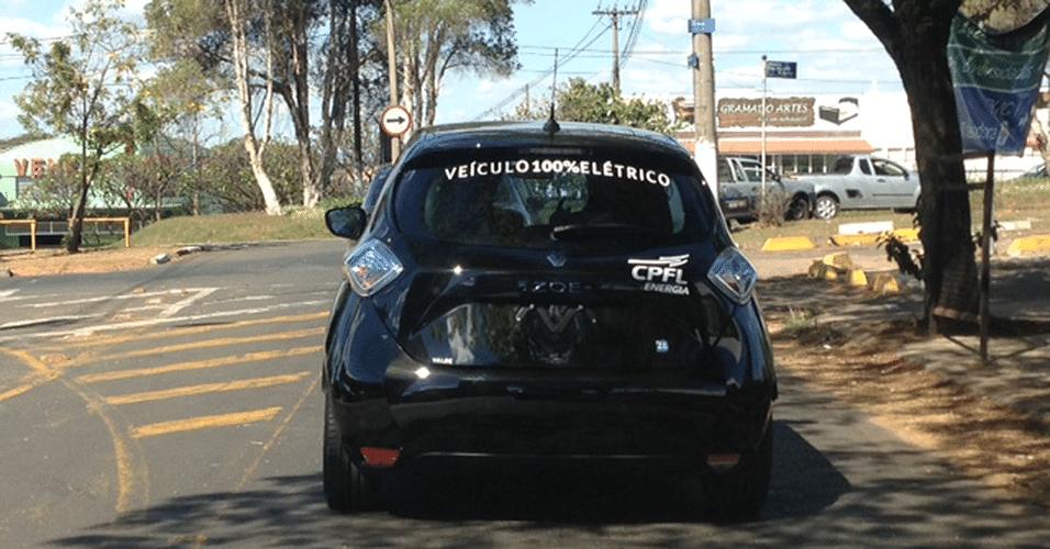 Renault Zoe ZE é visto em Campinas (SP) com adesivo da concessionária de energia da região, CPFL; marca quer avaliar o uso de elétricos no país e pretende fazer contratos com empresas