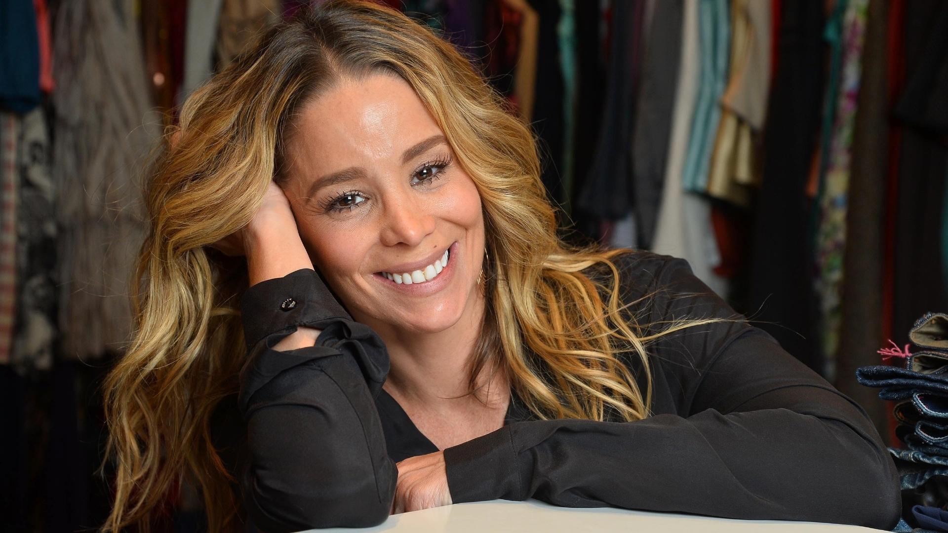 22.ago.2013 - Danielle Winits posou para o UOL no brechó La Luna Mia, do qual é sócia, no Rio. Durante a entrevista, a Amarilys, de