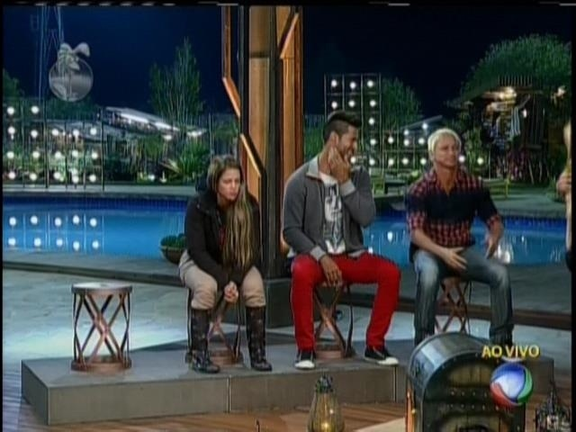 24.ago.2013 - Denise, Beto e Paulo Nunes estão na roça
