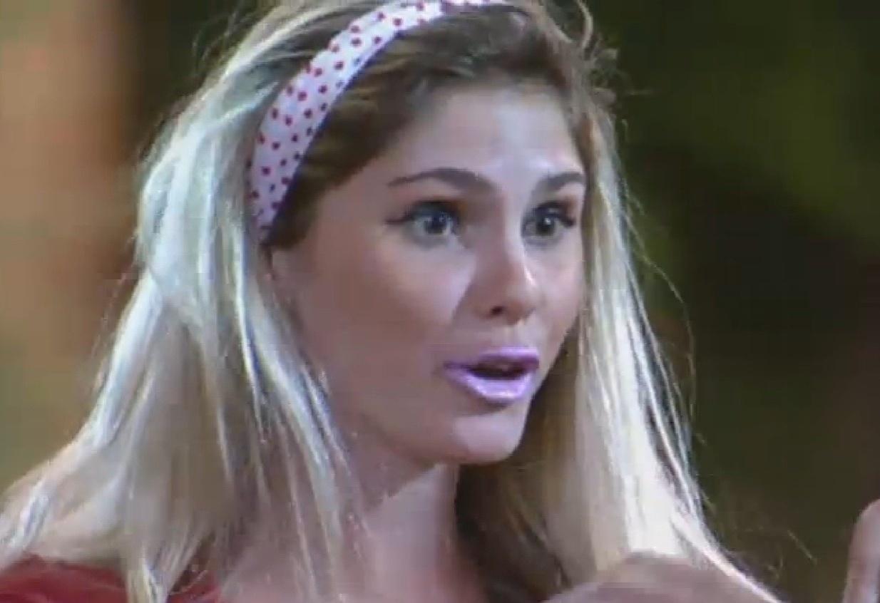 25.ago.2013 - Bárbara Evans encarnou Mulher Filé em atividade