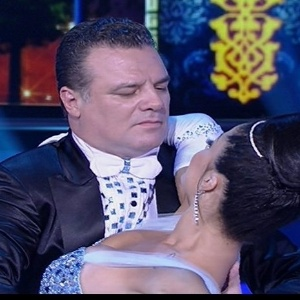 Adriano garib deixa a competi o da dan a dos famosos for Ultimas noticias artistas famosos