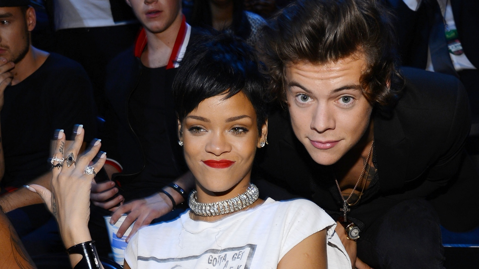 25.ago.2013 - Rihanna e Harry Styles, do One Direction, posam para foto durante o Video Music Awards 2013
