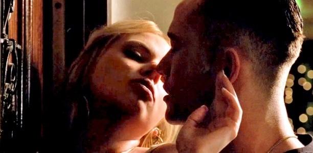 Scarlett Johansson e Joseph Gordon-Levitt em cena da comédia
