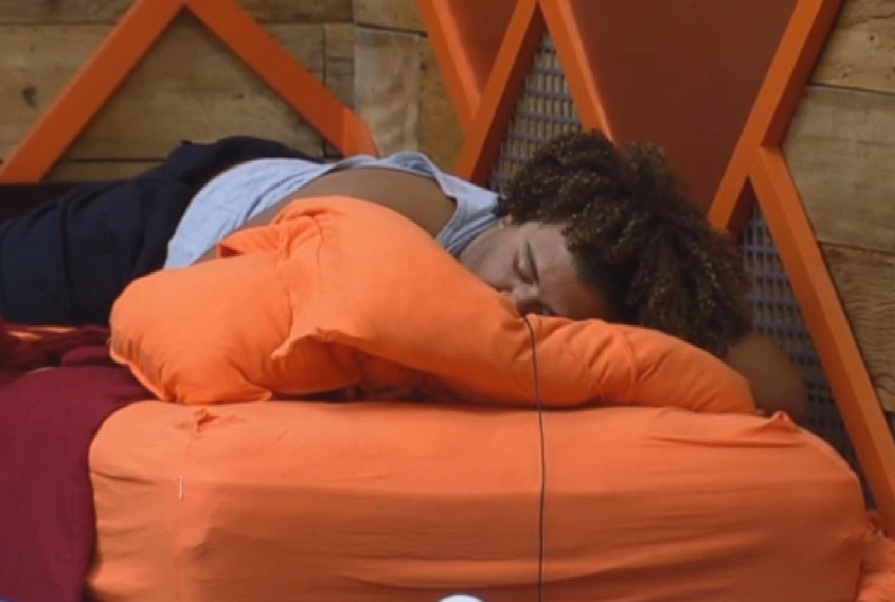 27.ago.2013 - Gominho dorme depois do almoço