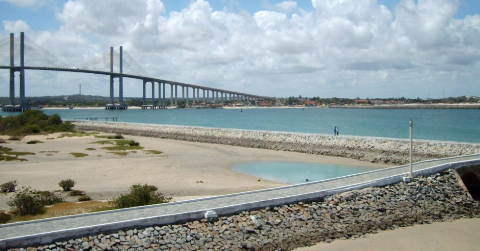 Novo símbolo de Natal, a Ponte de Todos Newton Navarro foi inaugurada em 2007, sobre o rio Potengi