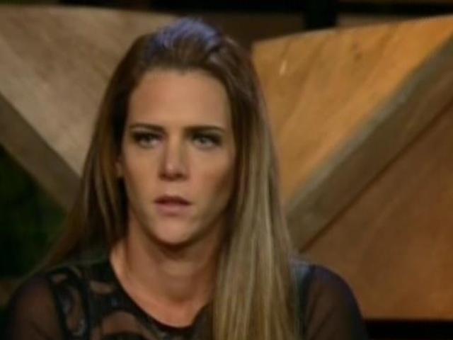 27.ago.2013 - Denise Rocha fica bastante nervosa durante roça
