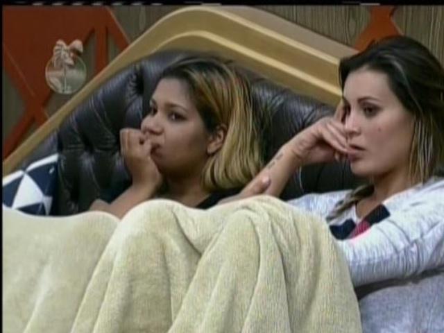 27.ago.2013 - Peões ficam surpresos com volta de Denise
