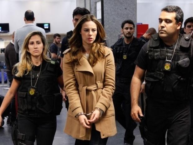 """27.ago.2013 - Paolla Oliveira grava detenção de Paloma em """"Amor à Vida"""""""