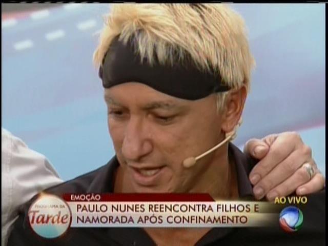 28.ago.2013 - Paulo Nunes agradece à produção do