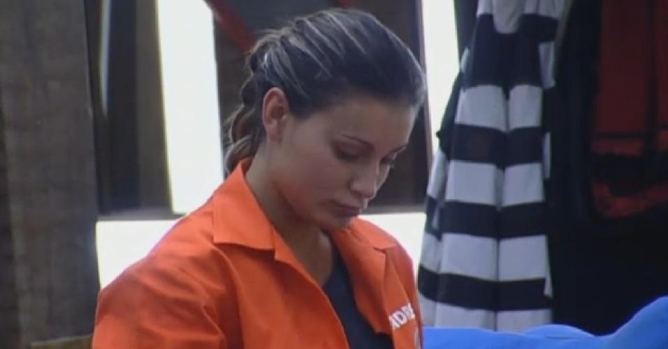 28.ago.2013 - Representante do grupo Ovelha, Andressa Urach se prepara para disputar a prova da chave