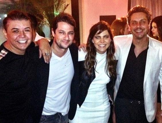 28.ago.2013- Carol com David Brazil, Marcelo Serrado e Alexandre Nero
