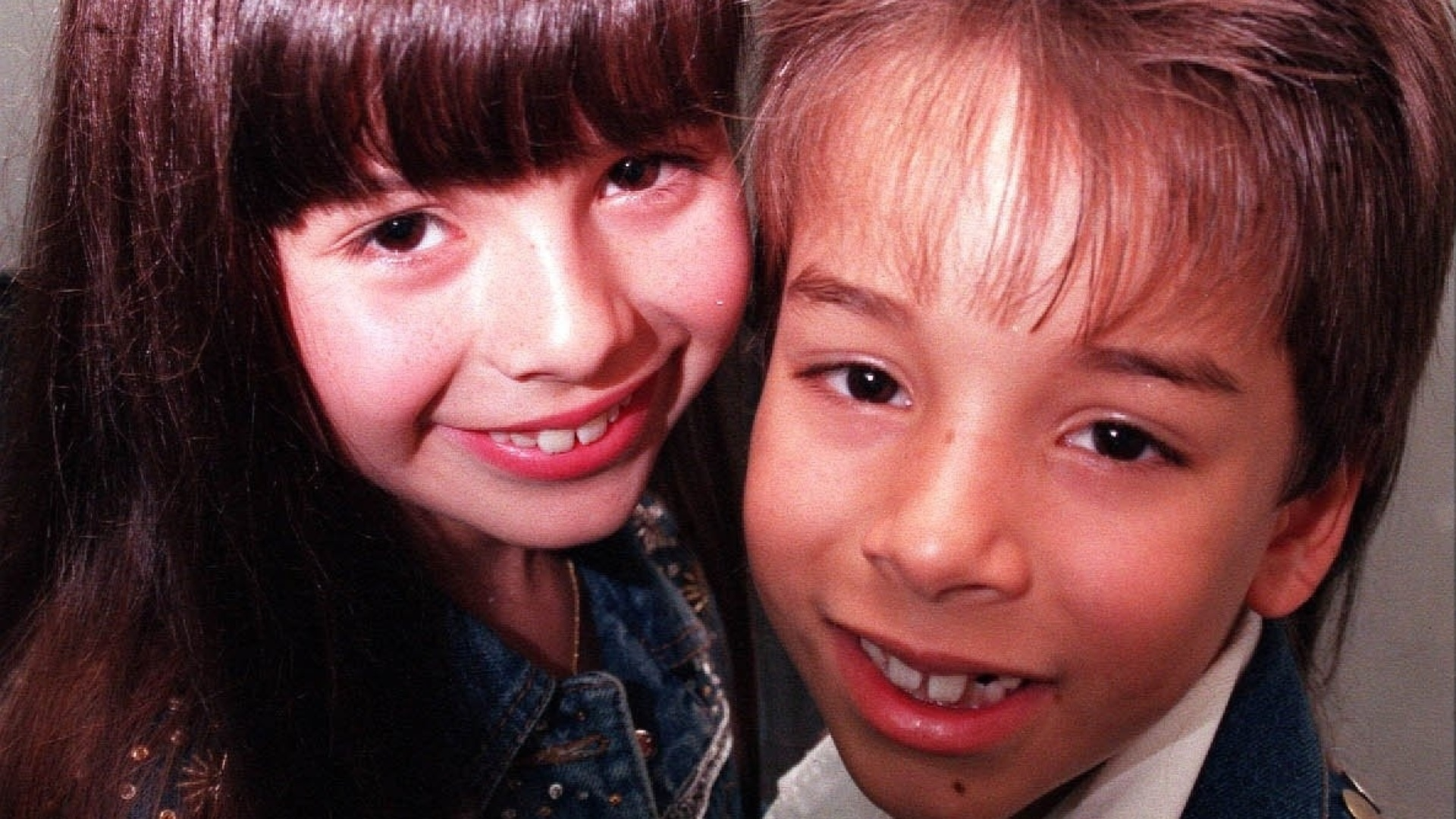 Ao lado do irmão mais novo Júnior, Sandy se tornou sensação no Brasil com o hit
