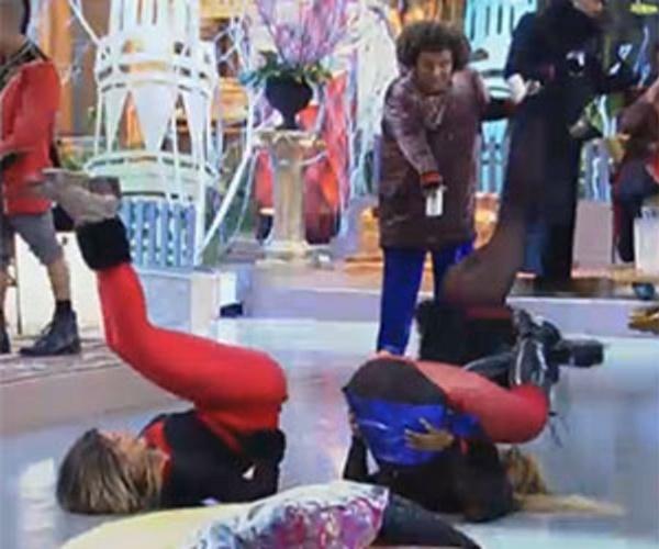 """28.ago.2013 - Andressa Urach e Mulher Filé dançando o """"quadradinho de oito"""""""