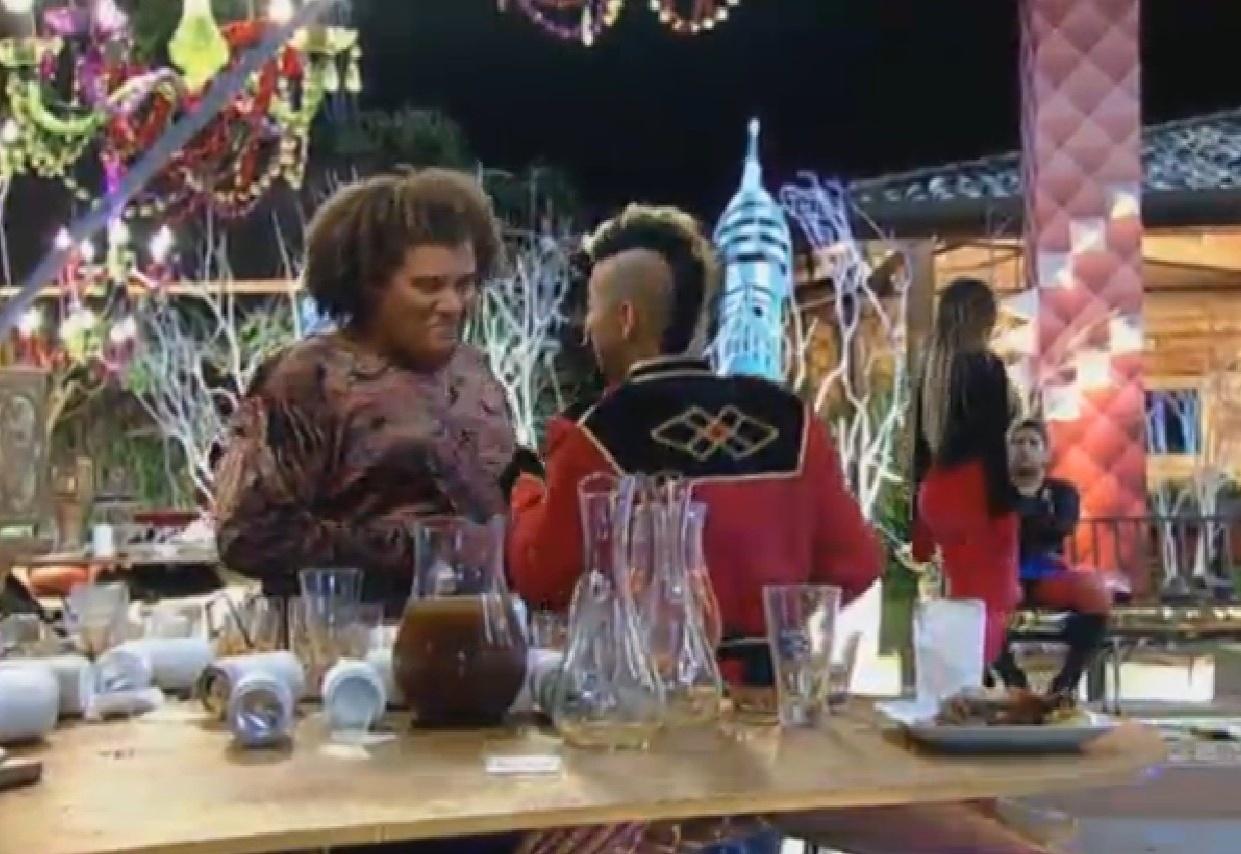 28.ago.2013 - Yudi fala para Gominho que vai agarrar Yani