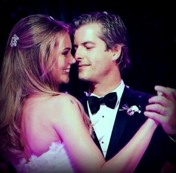 29.ago.2013- Victor e Claudia Helena casaram em fevereiro deste ano em Uberlândia, Minas Gerais