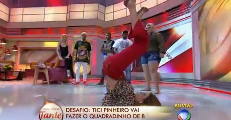 """Ticiane Pinheiro faz o quadradinho de oito ao vivo durante o """"Programa da Tarde"""""""