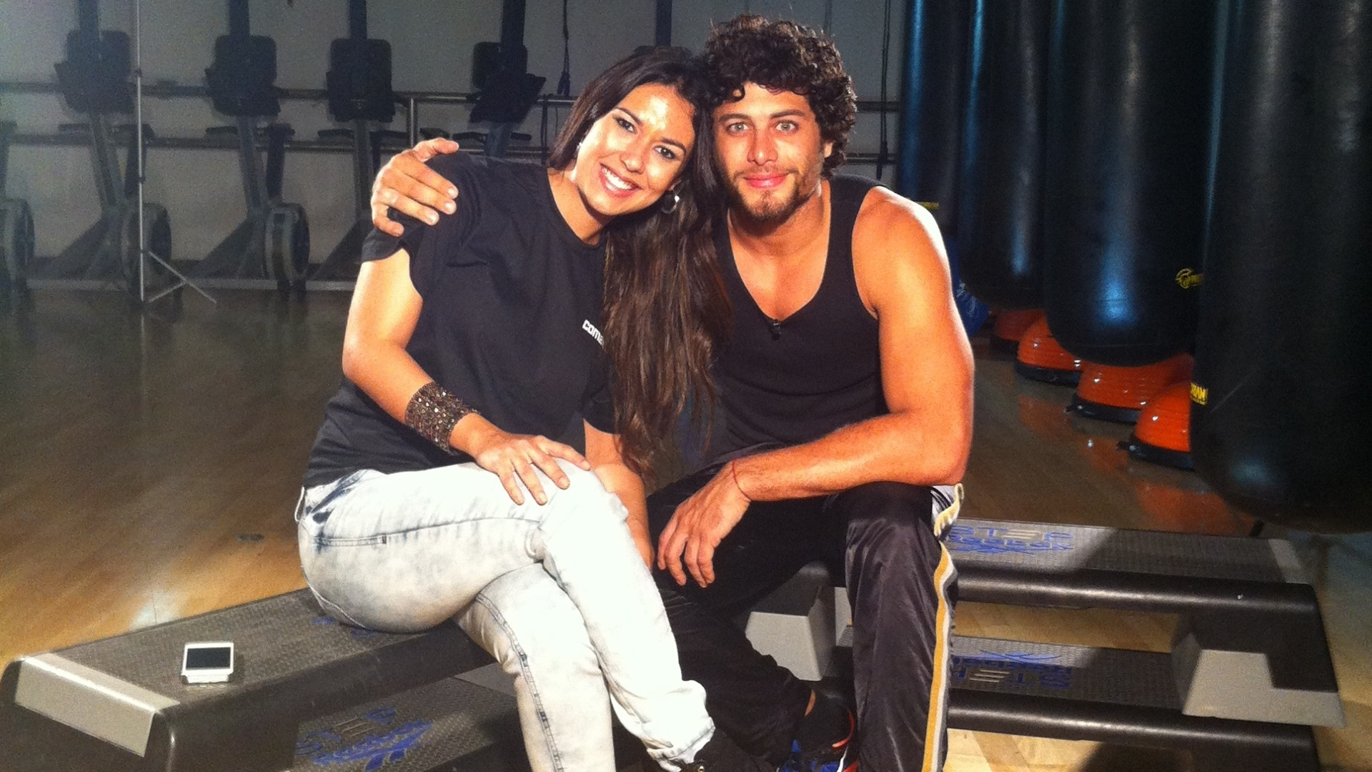 Fã de MMA, o modelo Jesus Luz fala da sua paixão por artes marciais, hoje, 22h, no canal Combate, em entrevista a repórter Renata Aymoré