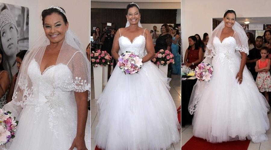 1.set.2013 - Aos 57 anos, Solange Couto se vestiu de noiva para um desfile realizado neste domingo no Rio. A atriz se submeteu a uma cirurgia bariátrica que já a fez eliminar 38 quilos