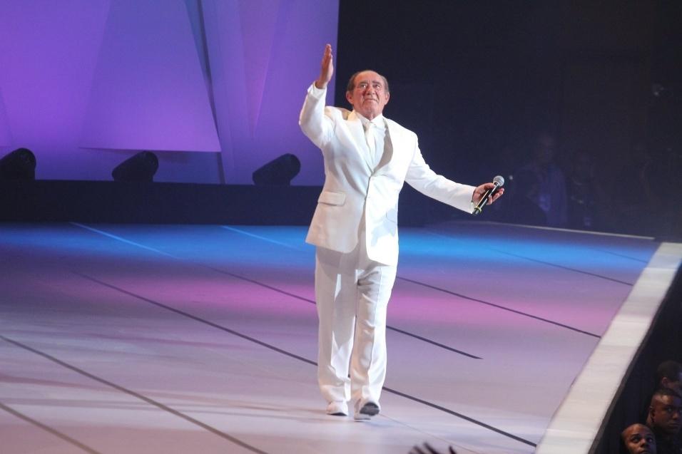 """31.ago.2013 - Renato Aragão se emociona no palco do """"Criança Esperança"""""""