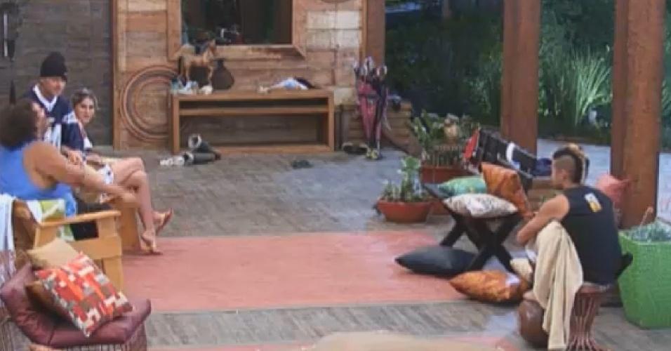 1.set.2013 - Yudi, Mateus, Bárbara e Gominho tentam adivinhar por que Denise chamou Beto para conversar