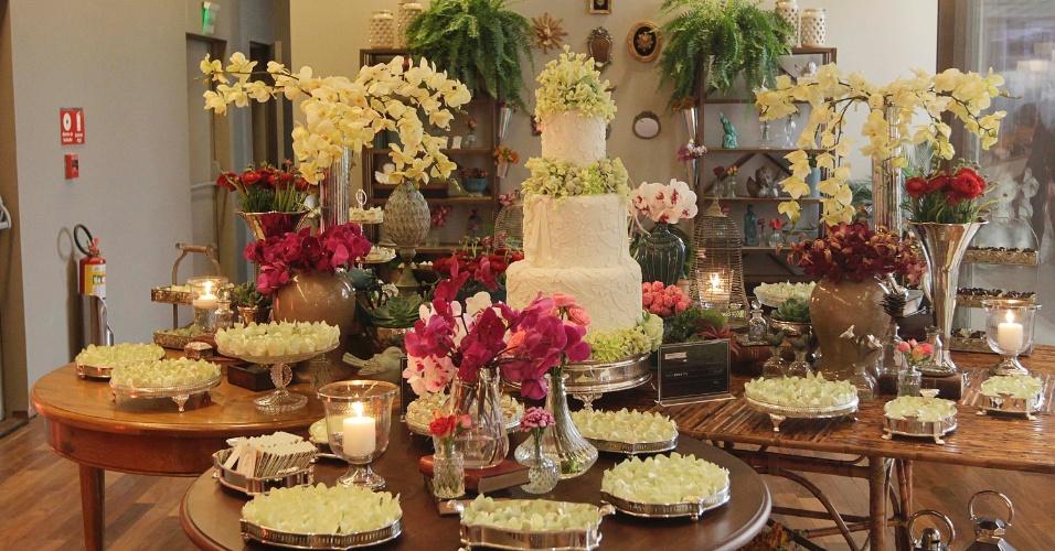 2.set.2013 - Mesa decorada por Tuca Benetti com docinhos de Alessandra Tonisi. O Bride Style 2013 aconteceu no shopping JK Iguatemi, na zona oeste da capital paulista