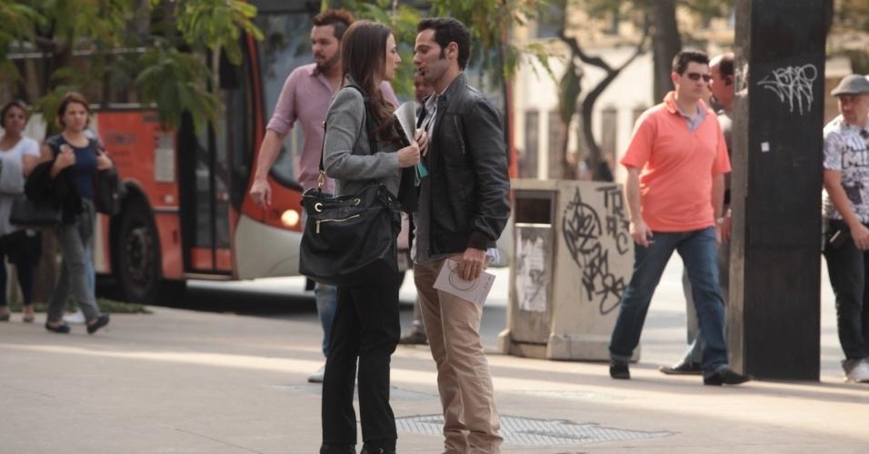 """2.set.2013 - Paula Braun e Mouhamed Harfouch gravaram cenas de """"Amor à Vida"""" na Avenida Paulista, São Paulo. Na trama, eles vivem Rebeca e Pérsio, respectivamente"""