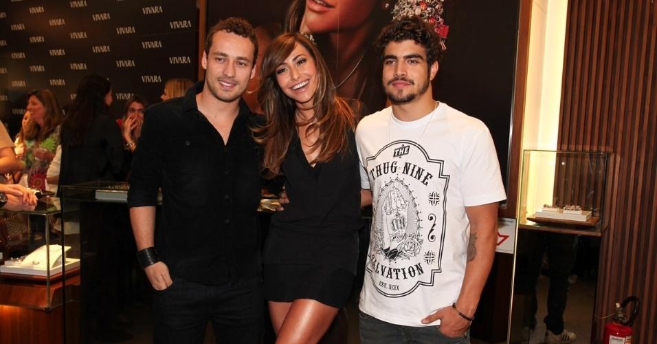 2.set.2013 - Rodrigo Andrade, Sabrina Sato e Caio Castro prestigiaram a inauguração de uma loja de joias em São Paulo