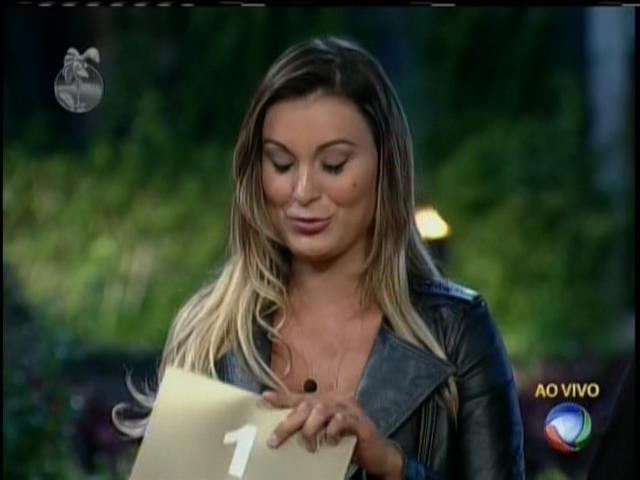 31.ago.2013 - Envelope aberto por Andressa Urach muda regras do reality; Gominho acabou eleito fazendeiro