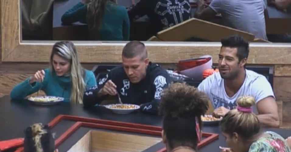 03.set.2013 - Beto e Mateus fazem discurso de despedida durante o jantar