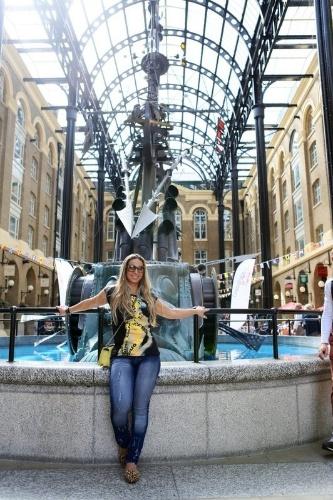 1.set.2013 - Em turnê pela Europa, Valesca Popozuda aproveita para conhecer pontos turísticos de Londres