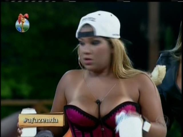 3.set.2013 - Amiga de Naldo, Mulher Filé foi a mais empolgada com a atração