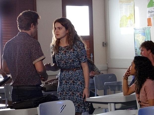 """Em """"Malhação"""", Anita acusa Serguei de ter revelado segredo para Bernardete"""