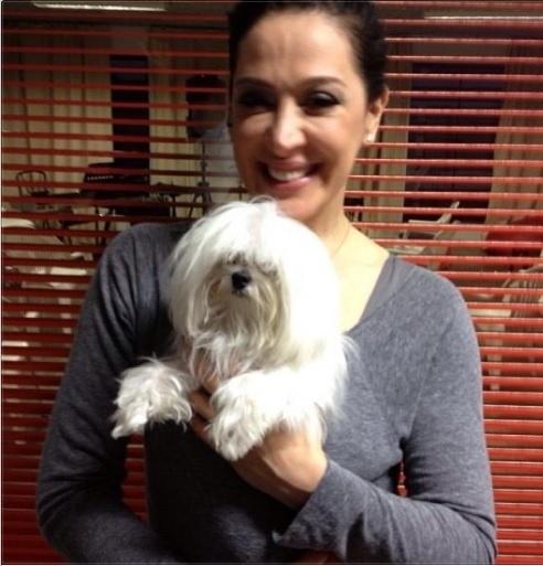 05.ago.2013- Claudia Raia publicou foto com seu cachorrinho de estimação:
