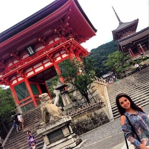 05.ago.2013- Thaís Fersoza se despede do Japão: