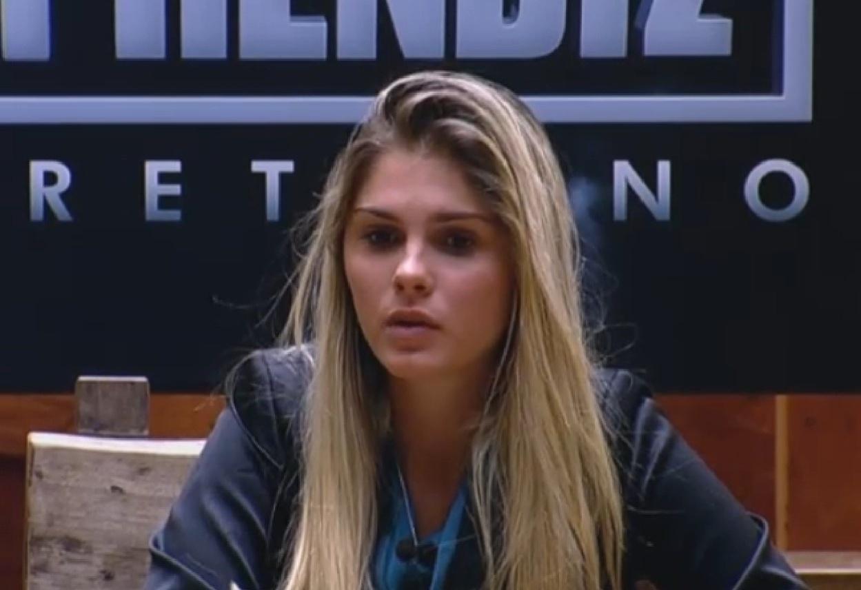 05.set.2013 - Bárbara Evans participando do jogo