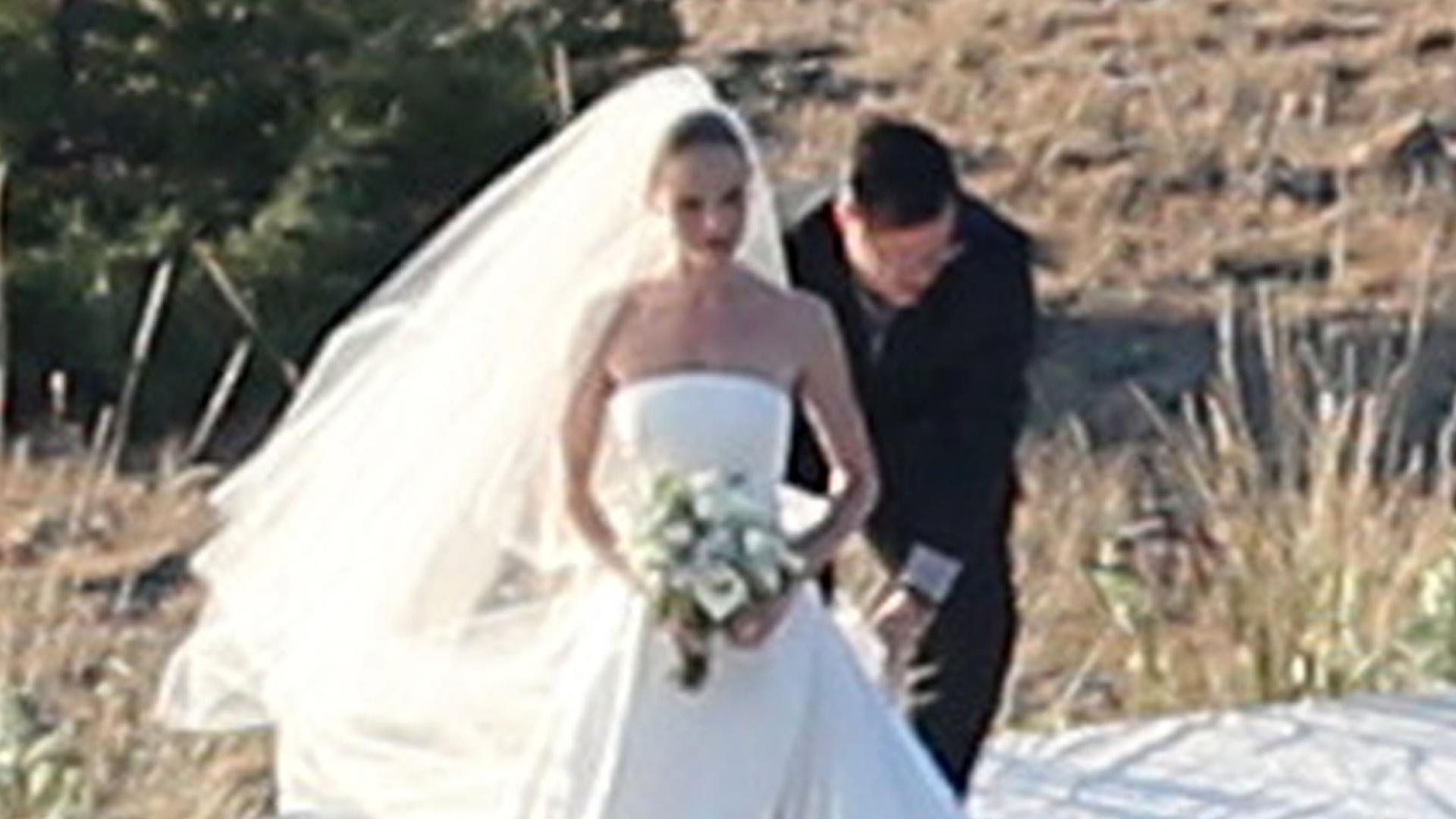 31.ago.2013 - A atriz Kate Bosworth se casa com o cineasta Michael Polish em um rancho no estado norte-americano de Montana. Os dois preferiram escrever os próprios votos para a cerimônia ao invés de usar os votos tradicionais
