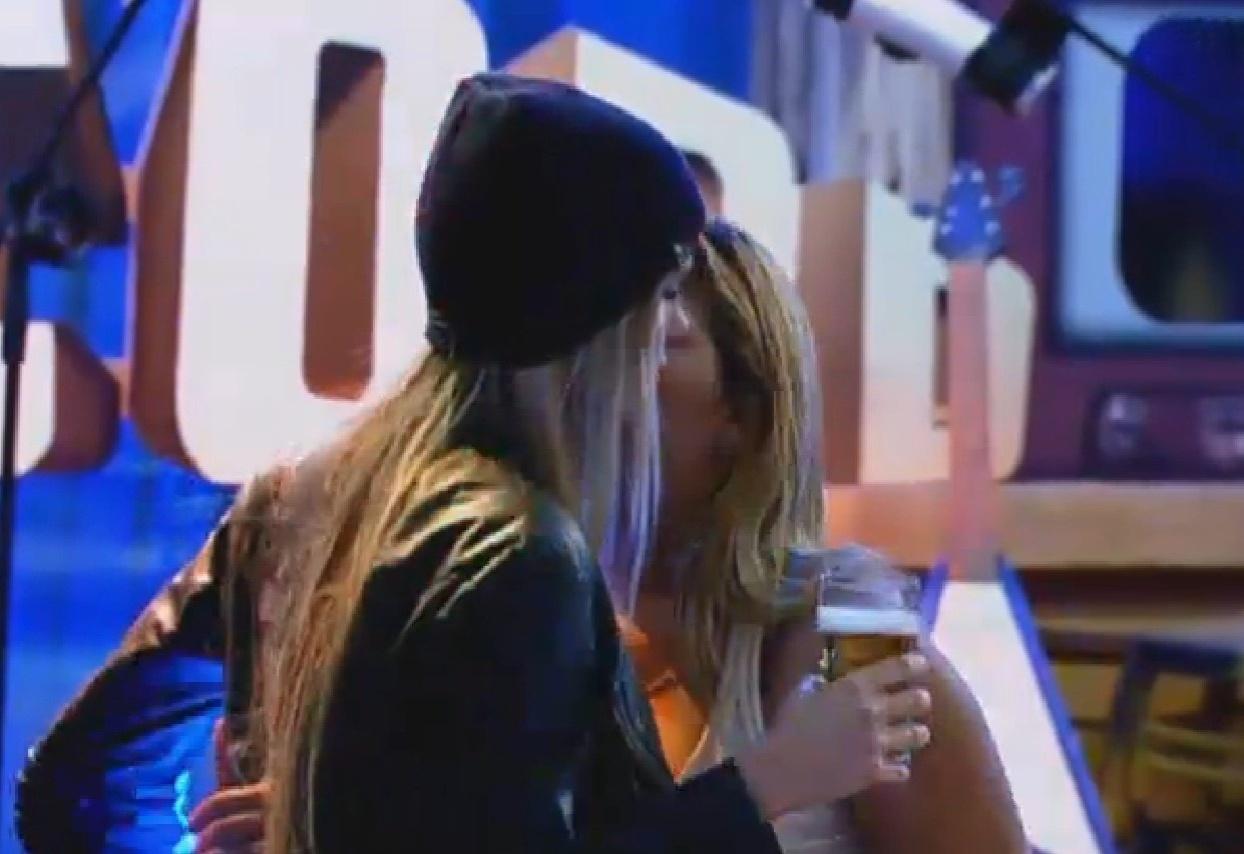 4.set.2013 - Mulher Filé pediu que Bárbara relevasse provocações de Andressa