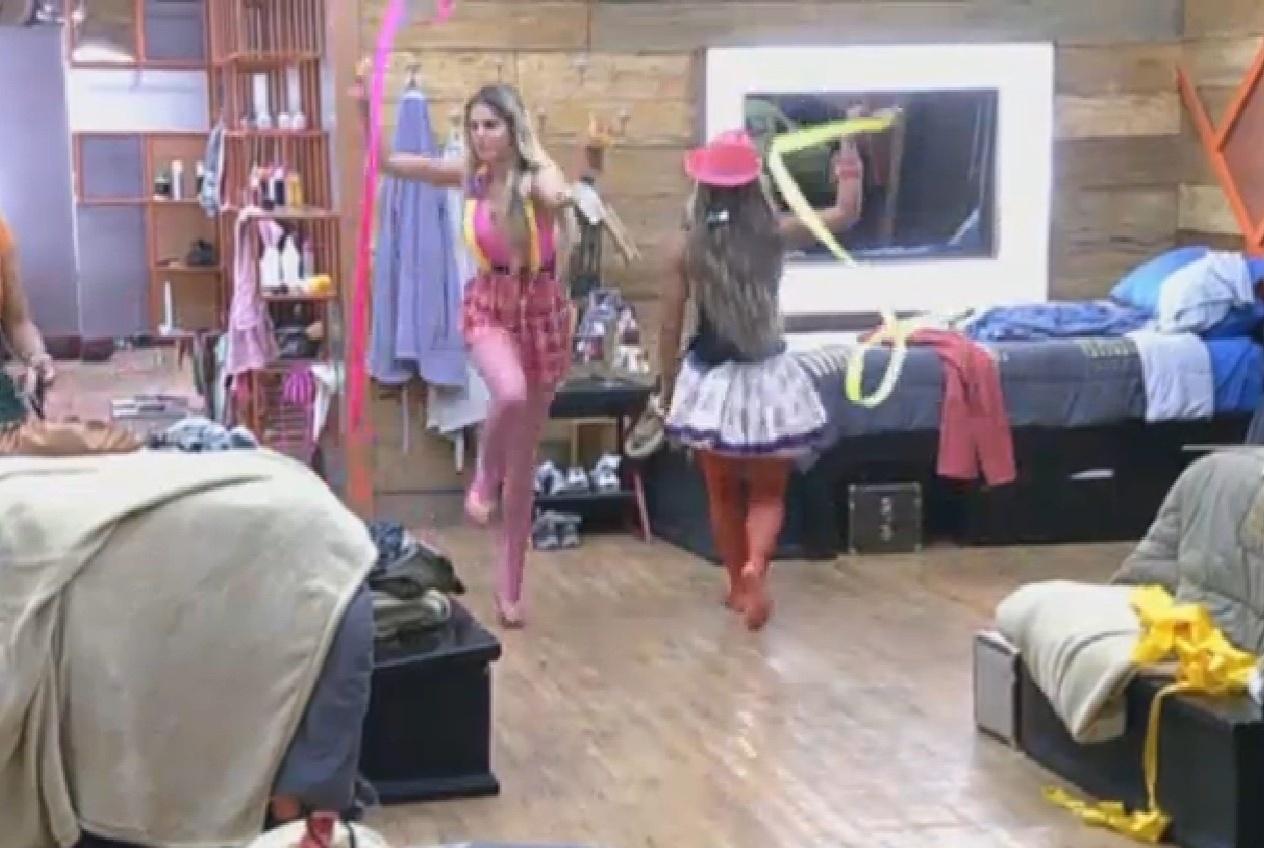 06.set.2013 - Denise e Bárbara treinam para atividade