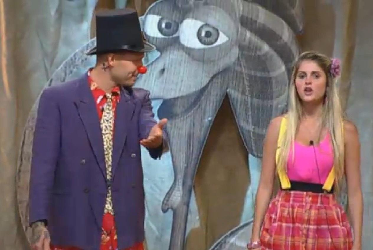 06.set.2013 - Mateus e Bárbara se apresentam no palco do
